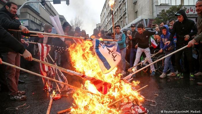 Iranian protesters burn US flags