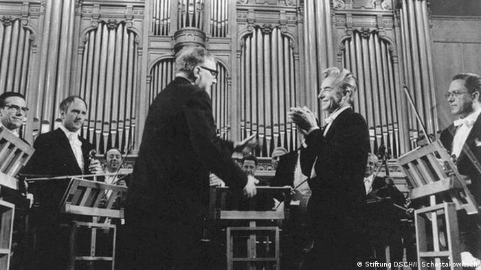 Шостакович (в центре слева) и Караян (в центре справа) в Москве. 1969 год