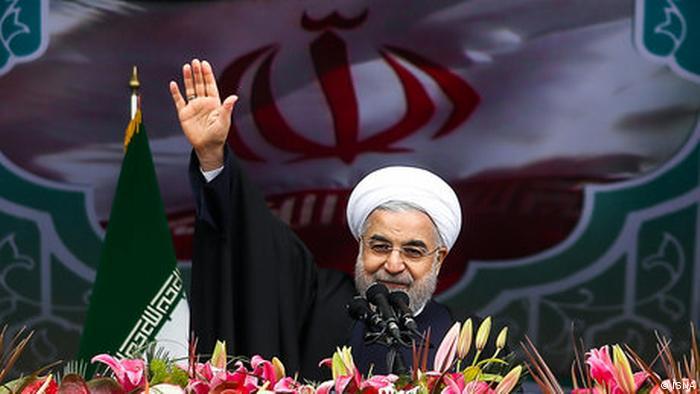 حسن روحانی در مراسم ۲۲ بهمن گفت، در جمهوری اسلامی همه مسئولان از جمله رهبر با رأی مردم مسئولیت خود را برعهده میگیرند