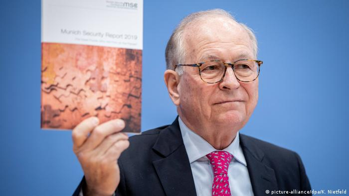 Munich Security Conference head Wolfgang Ischinger presenting the 2019 Munich Security Report (picture-alliance/dpa/K. Nietfeld)