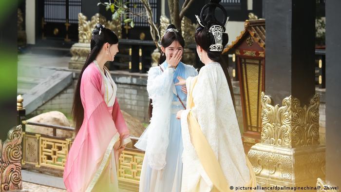 China - Schauspielerin Ju Jingyi bei Dreharbeiten zu TV Drama Legend of Yun Xi (picture-alliance/dpa/Imaginechina/P. Zhiwei)