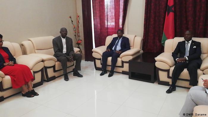 Guinea-Bissau José Mário Vaz mit Vertretern der Zivilgesellschaft