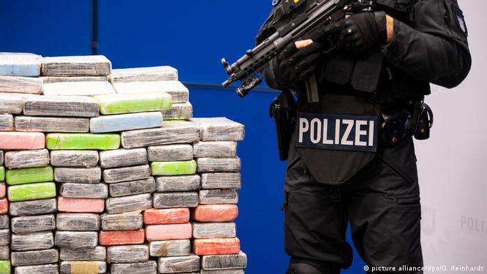 Deutschland Kriminalität l Hamburger Polizei zeigt Kokainfund