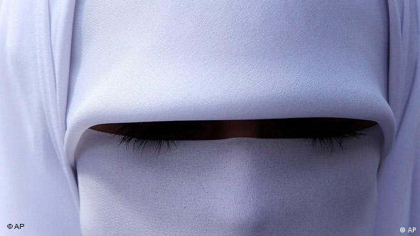 Frau mit Gesichtsschleier in Amman (Foto: AP)