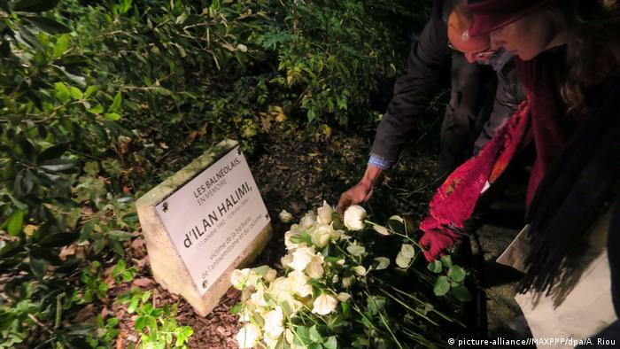 Placa em memória ao jovem judeu Ilan Halimi, morto em 2006 num subúrbio de Paris