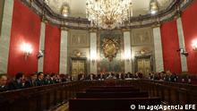 Spanish presiding magistrate Manuel Marchena (C, rear) chairs a hearing at Spain s High Court in Madrid, Spain, 18 December 2018. The magistrates of the court are to deliberate in a hearing if the Court is competent for judging the known as Proces case, which several Catalan separatist leaders are prosecuted for their role in illegal Catalan secession referendum on 01 October 2017 and a bid to break away from Spain that was ruled to be illegal by Spain s judiciary. Spain s High Court deliberates if it is competent for judging Catalonian pro-independence process !ACHTUNG: NUR REDAKTIONELLE NUTZUNG! PUBLICATIONxINxGERxSUIxAUTxONLY Copyright: xBallesterosx GRAF8911 20181218-636807274803234708
