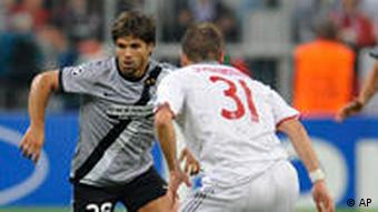 Munich's Bastian Schweinsteiger and Juventus's Diego vie for the ball