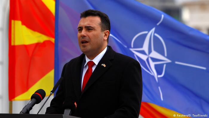 Nord-Mazedonien NATO Flagge in Skopje