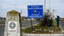 Nord-Mazedonien Schild an der Grenze zu Griechenland bei Gevgelija