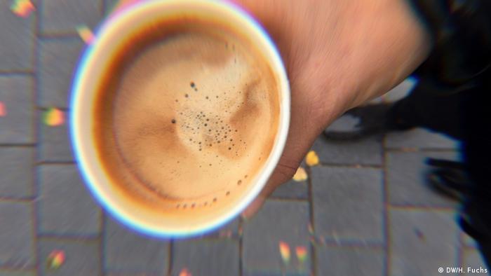 Kaffee im Pappbecher