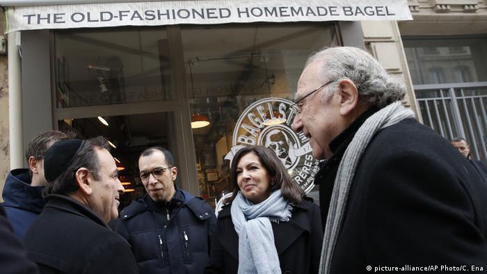 Frankreich antisemitischer Angriff auf Bagel-Geschäft in Paris | Anne Hidalgo & Joel Mergui