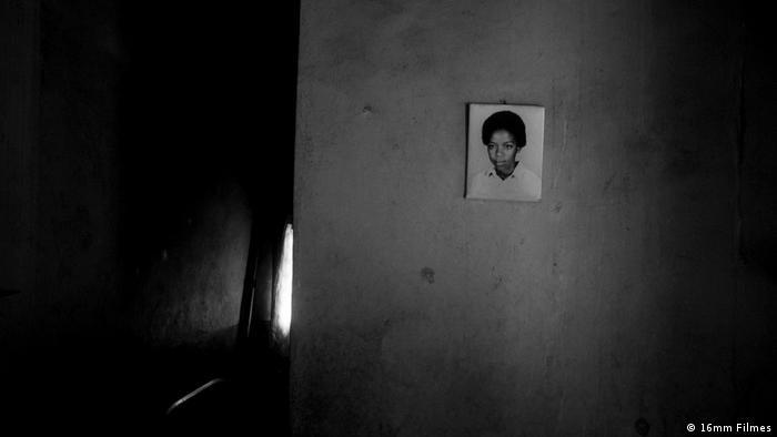 Mosambik - Recherfoto des mosbamikanschen Regisseurs Inadelso Cossa