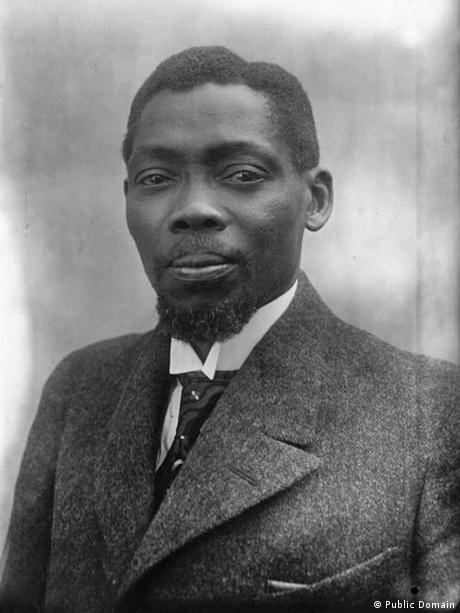 Ein schwarz-weißes Portraitfoto von Blaise Adolphe Diagne