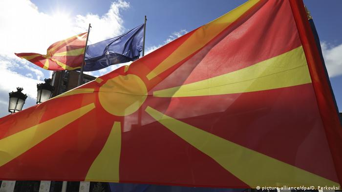 North Macedonian flag (picture-alliance/dpa/D. Perkovksi)