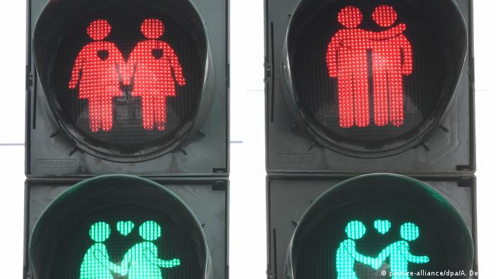 Same-sex traffic lights (picture-alliance/dpa/A. Dedert)