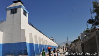 Haiti, Port au Prince: Gefängnis (picture-alliance/dpa/J. Augustin)