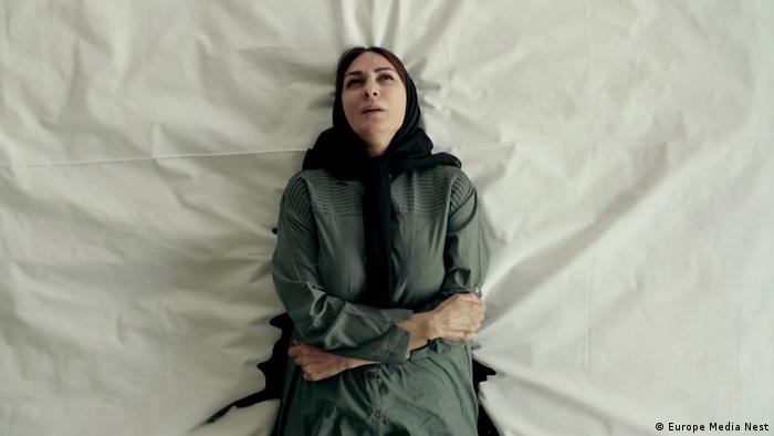 سینمای ایران در برلیناله ۲۰۱۹ حضور نسبتا کمرنگی داشت. ایران با دو فیلم بلند، یکی داستانی (فیلم نشت) و دیگری مستند (دلبند)، و دو فیلم کوتاه (فیلمهای مگرالن و تتو) در بخشهای جانبی حضور داشت. تصویر: نمایی از فیلم نشت به کارگردانی سوزان ایروانیان.