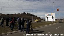 Nord-Mazedonien Umbenennung Autobahnschilder an der Grenze zu Griechenland