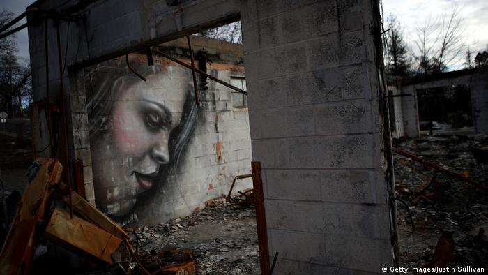 A mural on the wall of a home destroyed by fire in the town of Paradise (Getty Images/Justin Sullivan)