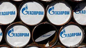 Russland Pipeline Rohre mit Gazprom Logo