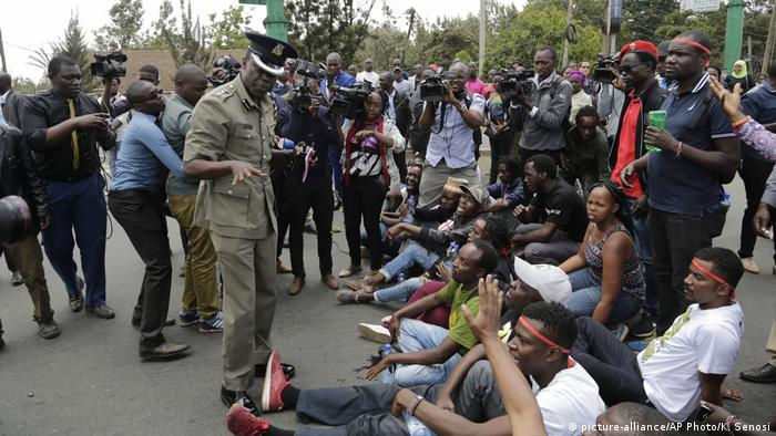 Demonstration in Nairobi after the death of activist Caroline Mwatha (picture-alliance/AP Photo/K. Senosi)