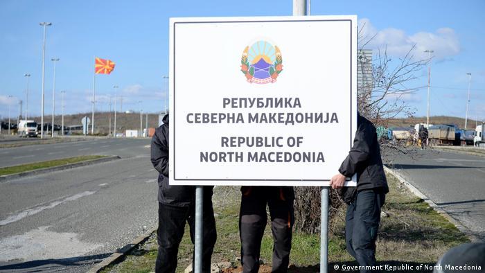 Noua denumire oficial afişată la graniţa cu Grecia