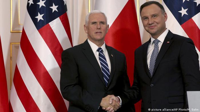 Polen USA l Neue US-Raketen-Systeme für Polen l Mike Pence zu Besuch in Polen (picture alliance/AP Photo/M. Sohn)