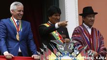 22.01.2019 *** Bolivia's President Evo Morales points from from a balcony at the government palace flanked Vice President Alvaro Garcia Linera, left, and Bolivia's Foreign Minister Diego Pary, after Morales delivered his annual report to Congress in La Paz, Bolivia, Tuesday, Jan. 22, 2019. Morales is marking 13 years as the leader of the South American country. (AP Photo/Juan Karita)  