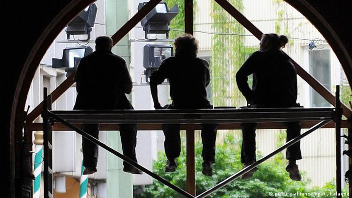 Symbolbild Baurbeiter Wirtschaft Rezession