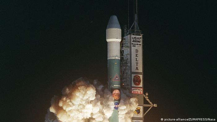 در ژوئيه ۲۰۰۳ در پایگاه فضایی کیپ کاناورال فلوریدا مریخنورد همراه موشکی به فضا پرتاب شد و در ۲۵ ژانویه ۲۰۰۴، حدود شش ماه بعد، در مریخ فرود آمد. از آن زمان تاکنون این مریخنورد شش چرخه، با وزنی حدود ۱۸۵ کیلو سیاره مریخ را میپیمود.