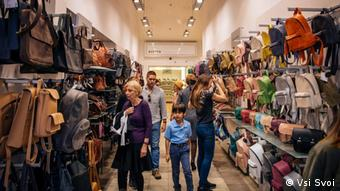 Das Modekaufhaus Vsi Svoi hat neben Kleidung auch Taschen und Rucksäcke im Sortiment