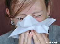 Schweinegrippe - Schnäuzen Symbolbild Schnupfen Grippe Erkältung Flash-Galerie