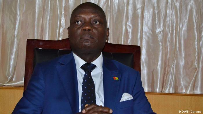Guinea-Bissau - Offizielle Zeremonie im Parlament: Unterzeichnung des Stabilitätspakts zwischen den politischen Parteien: José Mário Vaz (DW/B. Darame)