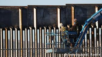 USA Texas El Paso - Arbeiten an der Grenzmauer zu Mexico (Getty Images/J. Raedle)