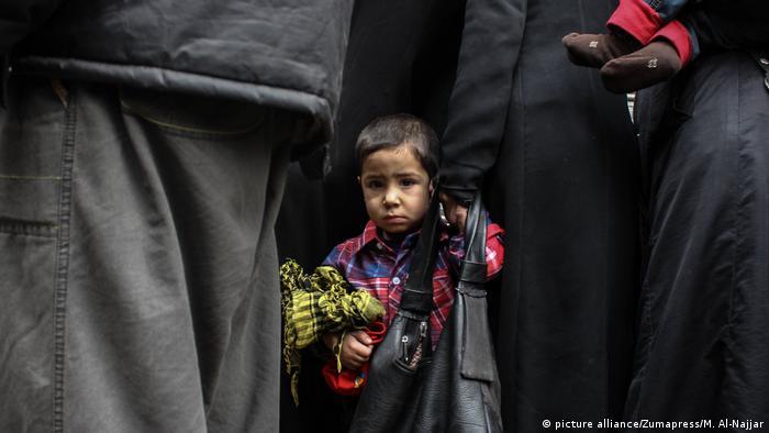 Syrien Krieg - Kinder (picture alliance/Zumapress/M. Al-Najjar)
