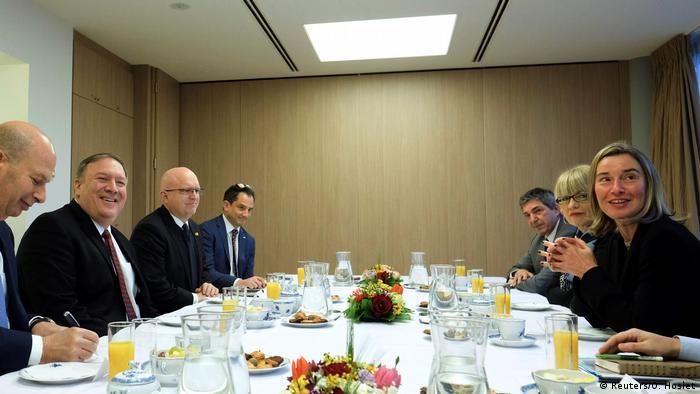 Pompeo und Mogherini in Brüssel (Reuters/O. Hoslet)