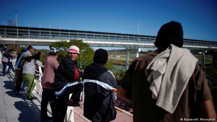 Sobre el Río Bravo hay tres puentes y ninguno está destinado a los refugiados.