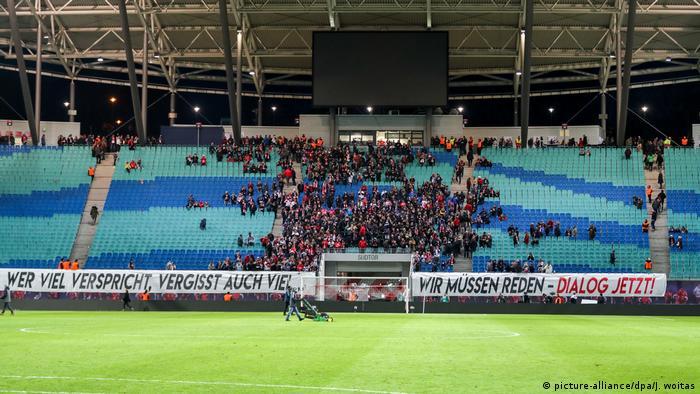 Rb Leipzig Face Fundamental Dilemma As Fans Demand Dialogue Sports German Football And Major International Sports News Dw 15 02 2019
