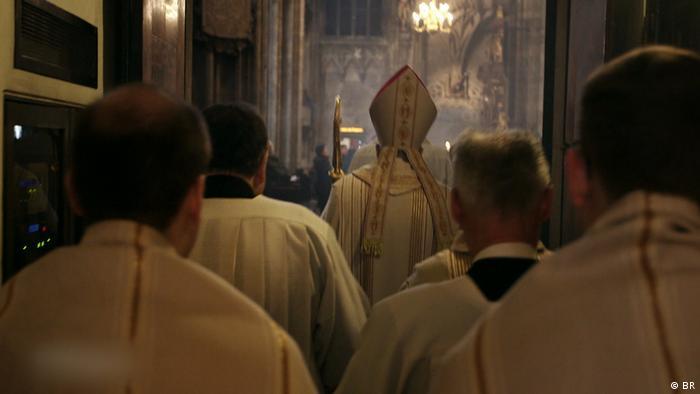 Stilll aus Dokumentation - 10330 Missbrauch in der Katholischen Kirche