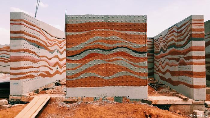 DW eco@africa mud house in Ghana
