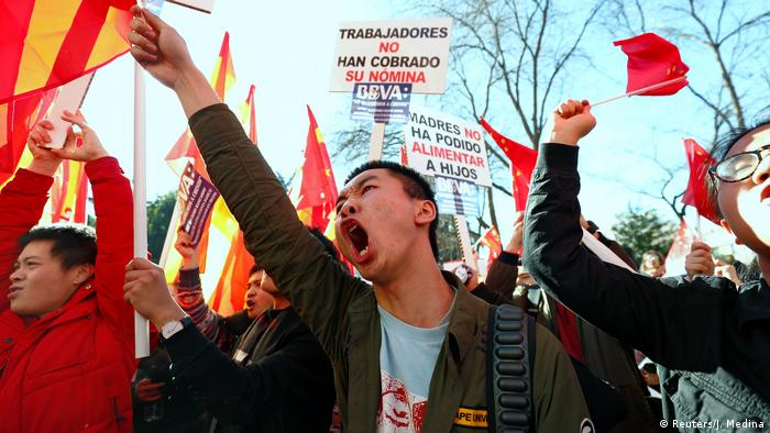 Chinese protest mass bank account freeze in Spain