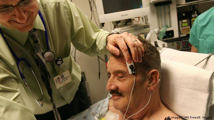 Paciente é tratado com eletroconvulsoterapia (ECT)