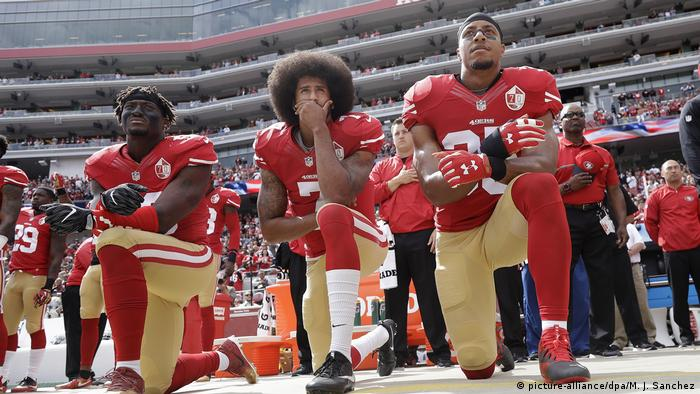 USA Football NFL Protest Eric Reid und Colin Kaepernick (picture-alliance/dpa/M. J. Sanchez)