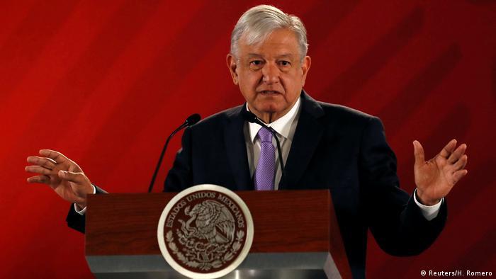 No es la primera vez que el presidente de México, Andrés Manuel López Obrador, recurre a una consulta popular para legitimar una decisión polémica.