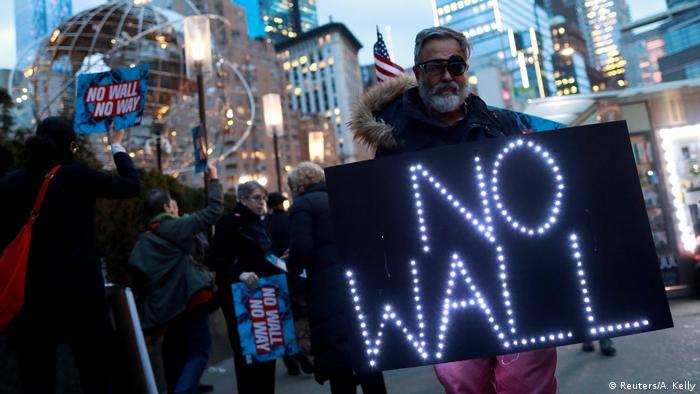 USA l Proteste gegen Erklärung des US-Präsidenten Donald Trump zum Bau einer Grenzmauer