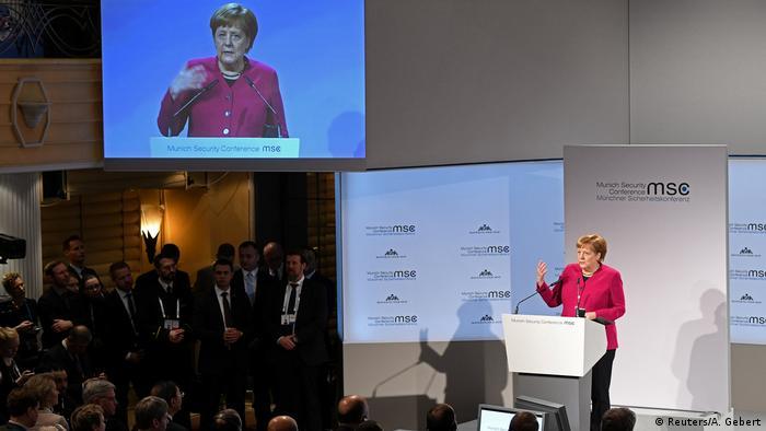 Канцлер ФРГ Ангела Меркель выступает на Мюнхенской конференции по безопасности