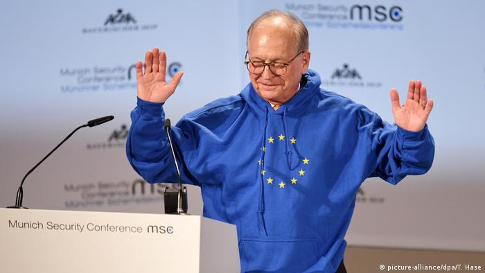 55. Münchner Sicherheitskonferenz: Wolfgang Ischinger mit Europa Pullover