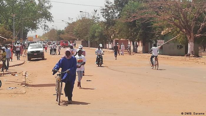 Image result for jovens de regiões de Bafatá