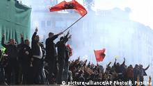 Albanien Tirana - Protest der Opposition (picture-alliance/AP Photo/H. Pustina)