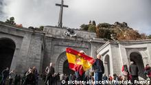 20.11.2018 Thousands of people visit the Valley of the Fallen on t on November 20, 2018 in San Lorenzo de El Escorial, near Madrid, Spain, the date on which marks 43 years of the death of the dictator Francisco Franco. The influx this year has been greater than in previous ones because the next dictator will no longer be in his grave. (Photo by Alvaro Fuente/NurPhoto) | Keine Weitergabe an Wiederverkäufer.
